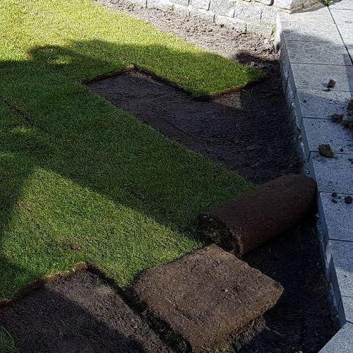 Grasveldje aanleggen met graszoden